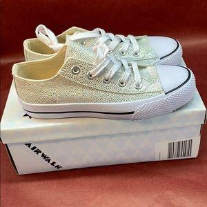 Airwalk Women's Legacee Sneaker size 6